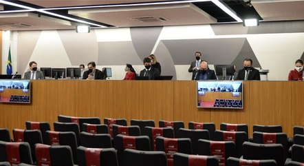 Requerimentos foram aprovados durante reunião