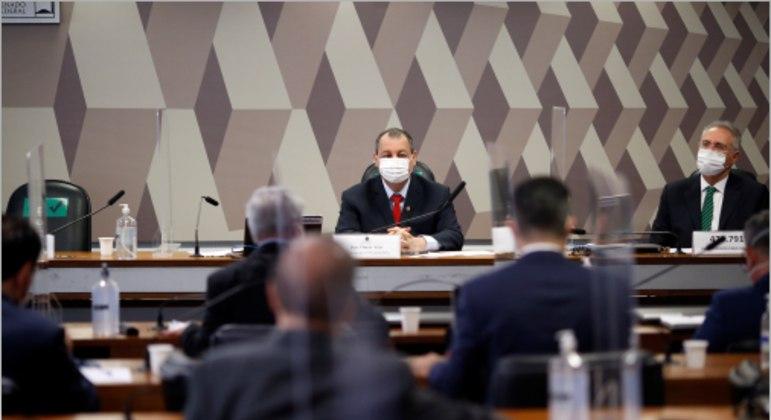 Senadores prticipam de reunião da CPI da Covid em junho