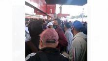 Mesmo em feriado, passageiros enfrentam aglomeração na CPTM