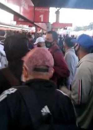Plataforma da estação Guaianases ficou tomada por passageiros