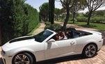 Nada como um rolê com a família num final de semana, a bordo de um Chevrolet Camaro conversível, de R$219 mil