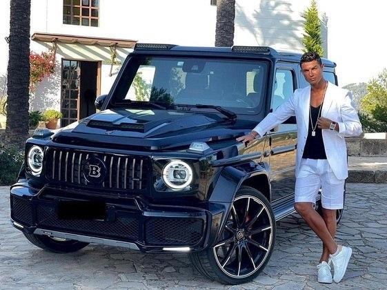 Um dos queridinhos do gajo é o Mercedes G-Wagon Brabus, avaliado em R$3.7 milhões