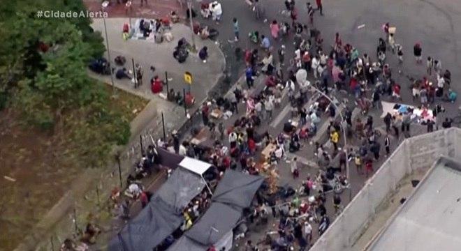 Imagens aéreas mostram aglomerações constantes na Cracolândia