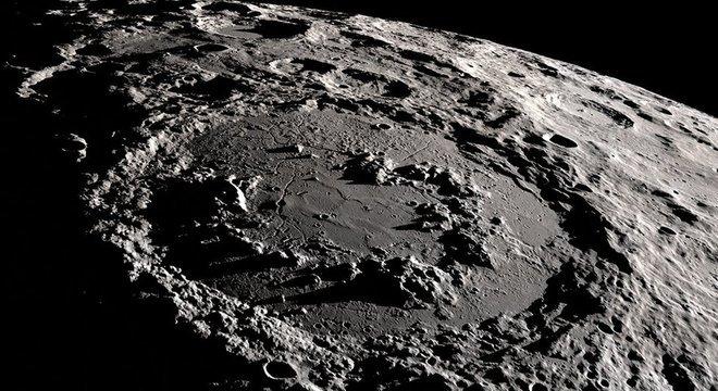 Cratera na superfície da Lua se formou em um processo semelhante ao de Chicxulub