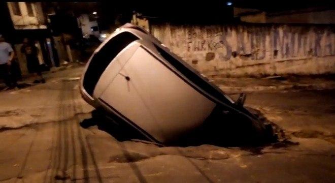 Moradores da região relataram rua tem outros buracos