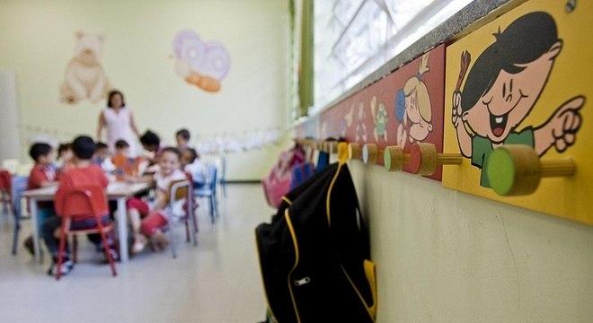 Paulistanos enfrentam falta de vagas em creches e dificuldade de acesso à internet