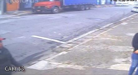 Imagens mostram exato momento da chegada do suspeito