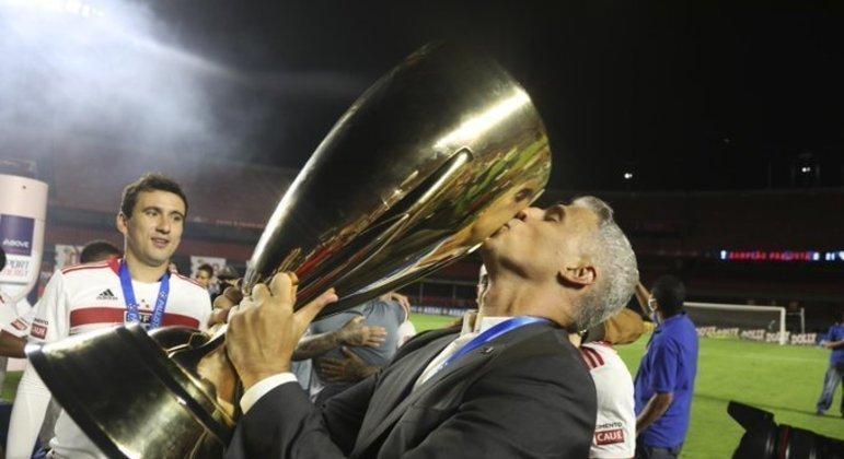 Crespo acreditou que 2021 estivesse garantido com fim do jejum. Paulista era 'Copa do Mundo'