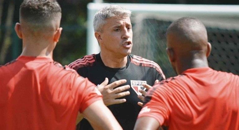 Crespo já cobrou a diretoria do São Paulo. Quer saber: haverá ou não o clássico contra o Palmeiras?