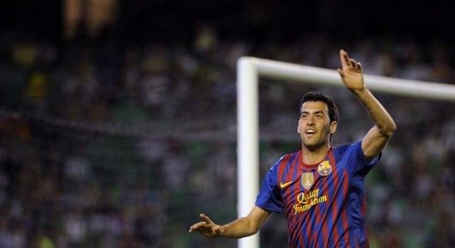 Cria da base do Barcelona, o volante Sergio Busquets é um dos líderes do elenco do time catalão e lembra nomes como Iniesta e Xavi.