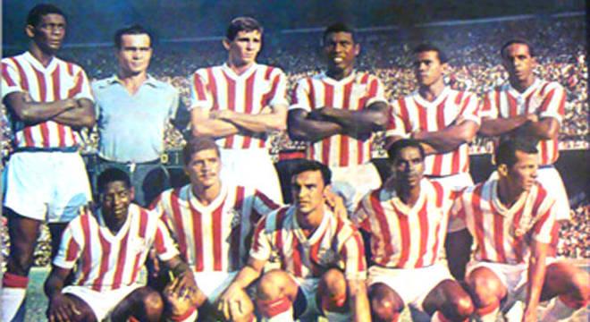 """Criada pelo estadunidense Will """"Bill"""" Cox, a Internacional Soccer League foi realizada em Nova York, em 1960, reconhecida pelo então secretário-geral vice-presidente da FIFA, Stanley Rous. O Fluminense representaria a América do Sul, mas recusou o convite, cedendo a vaga ao Bangu-RJ. Na fase de grupos, o time carioca eliminou Sampdoria, Sporting e Estrela Vermelha-SER. Na final, venceu por 2 a 0 o Kilmarnock, da Escócia."""