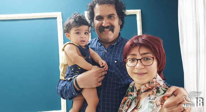 Lydia com seus pai adotivos, Sam Khosravi e Maryam Falahi