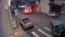 Vídeo: criança é arremessada de carro após colisão no interior de SP