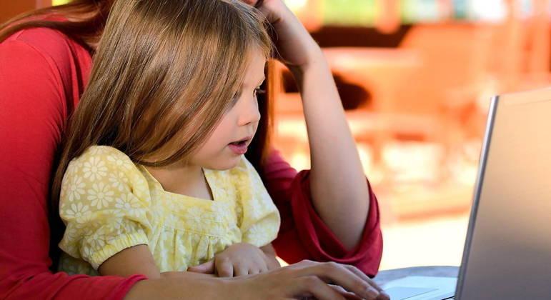 Uso excessivo de eletrônicos está causando miopia em crianças