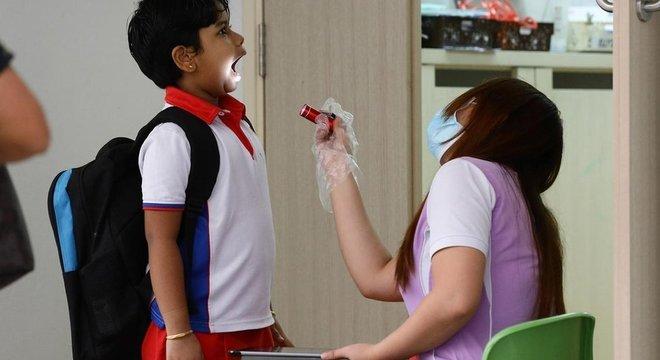 Em crianças, evidências até agora são de que vírus ataca mais as vias aéreas superiores (nariz e garganta) do que as inferiores (pulmão)