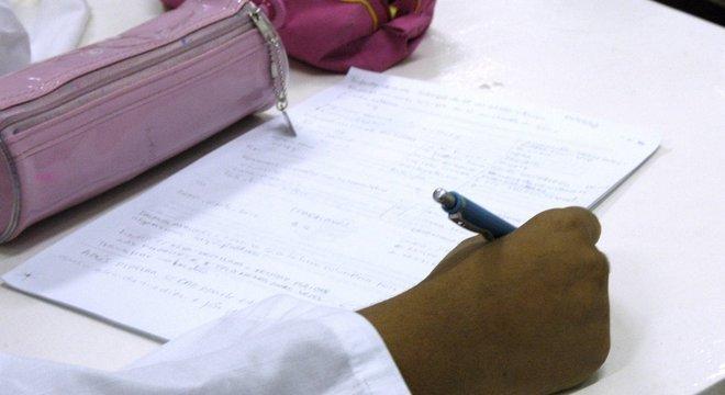 Projeto em votação pode criar parâmetros de qualidade para escolas e evitar precarização, diz especialista
