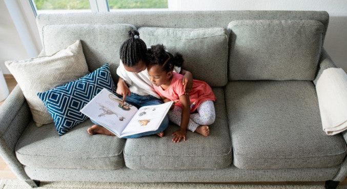 """""""Estimular que a criança brinque é sempre melhor do que liberar telas"""", diz psicóloga"""