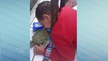 Menino de 2 anos prende a cabeça em grade e mobiliza bombeiros