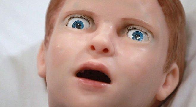 Assim como qualquer criança, Pediatric Hal morre de medo de agulhas