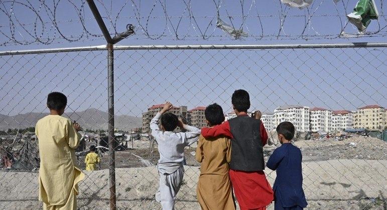 Muitas crianças foram separadas de suas famílias pelo caos que se instalou no Afeganistão