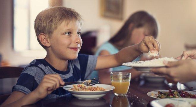 Vários estudos avaliam o risco do consumo de certos alimentos para a saúde