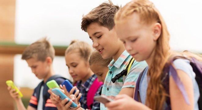 Jovens geralmente escrevem muito mais rápido que os adultos