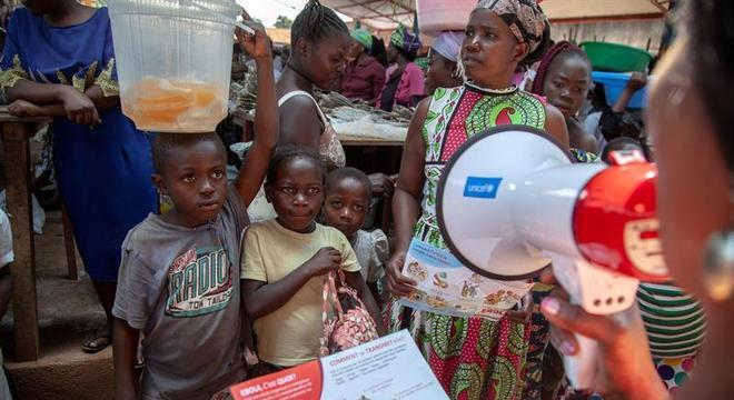 Crianças estão entre as vítimas do ebola tanto em Uganda quanto no Congo