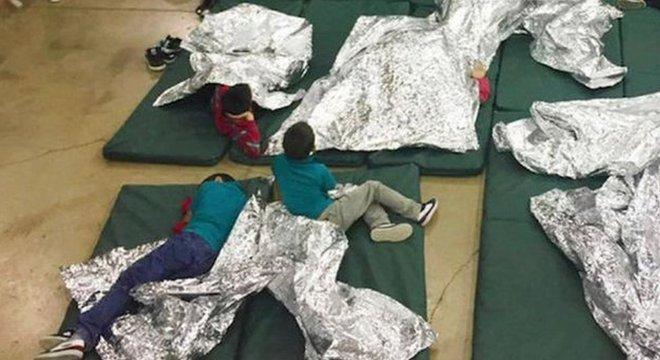 Crianças em centro para imigrantes, em foto de arquivo; advogada diz que condições em um dos locais eram degradantes e desumanas