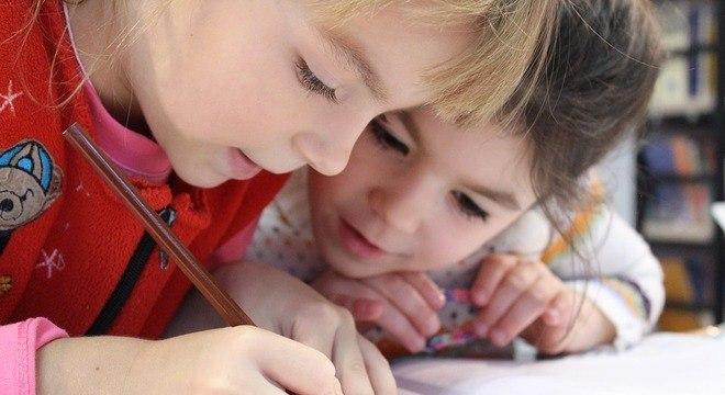 Crianças devem explorar os ambientes da escola por volta dos 3 anos de idade