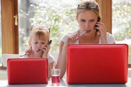 Pais e mães são as principais referências dos filhos na infância