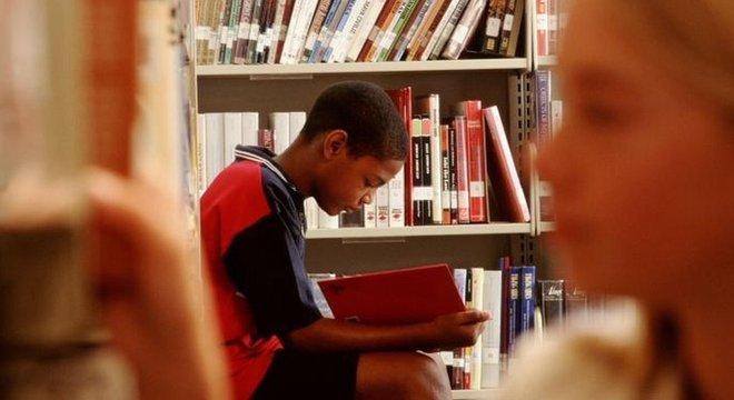 Pesquisa sugere que processamento de informações ainda é melhor na leitura em papel do que digital, embora isso possa mudar