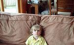 Imagine o susto de quem encontrou o filho assistindo televisão assim?