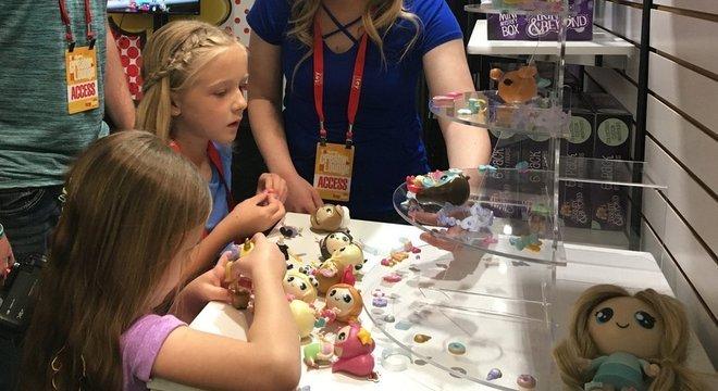 A Bonkers Toys, que licenciou os brinquedos de Ryan, também está trabalhando com as meninas da Trinity & Beyond