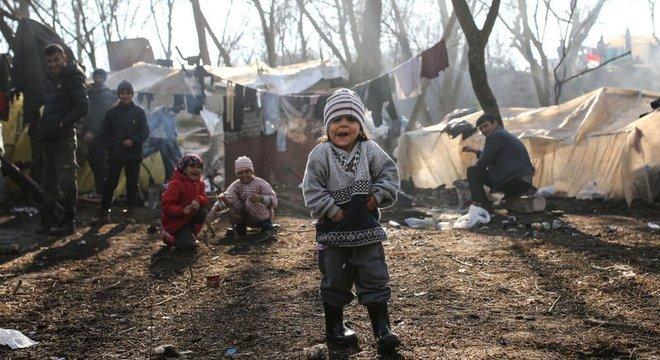 Grécia suspendeu temporariamente o processamento de novos pedidos de asilo