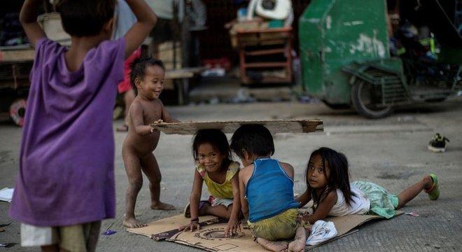 'Países em desenvolvimento estão reduzindo rapidamente o número de pobres, mas não atingindo efetivamente os mais pobres', diz Ravallion