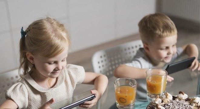 Durante a pandemia, dispositivos se tornaram única diversão de crianças