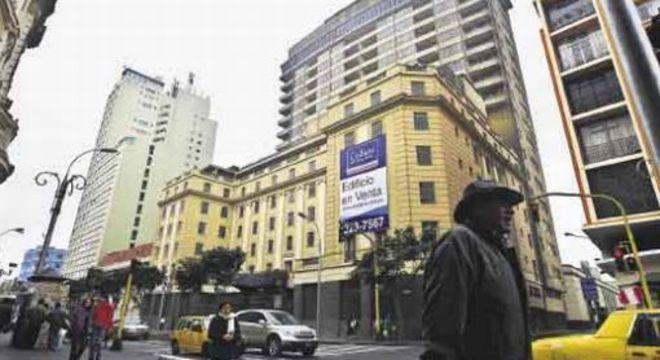 O edifício do Hotel Crillón em Lima, á venda