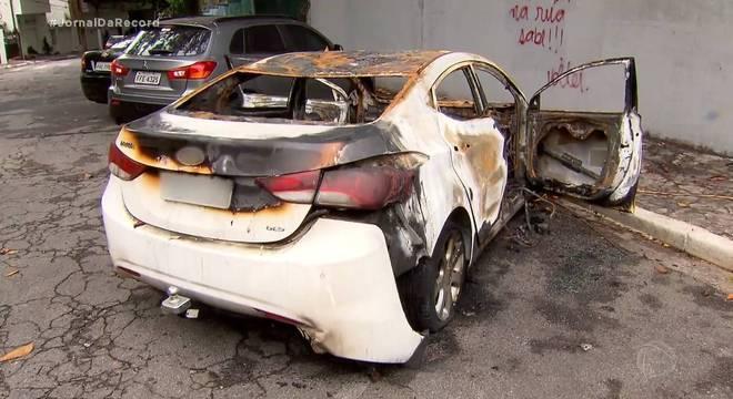 Veículo de empresária ficou totalmente destruído