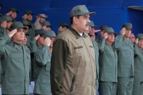 Militares expressam apoio a Nicolás Maduro