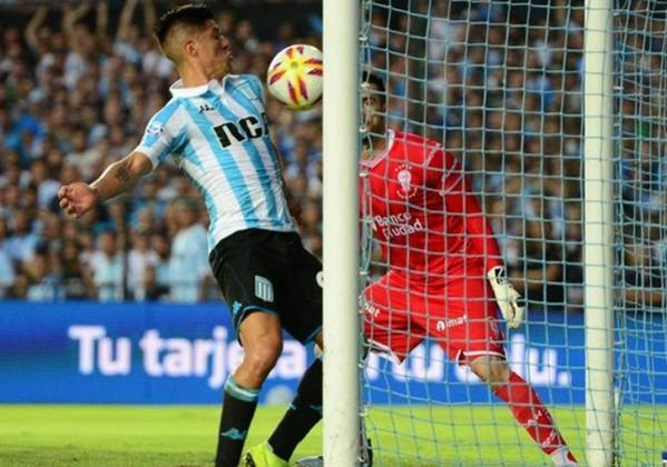 Cristaldo é atacante do Racing-ARG.