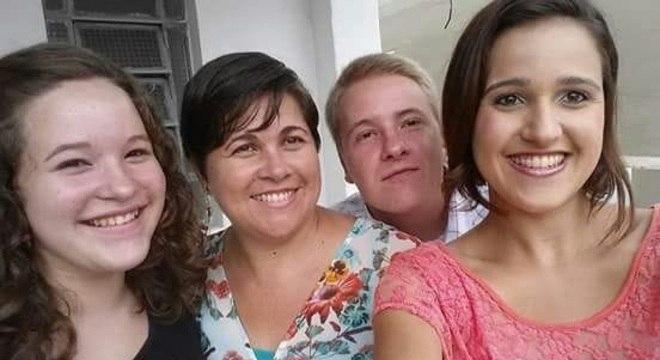 Cristiane e os filhos, Gabriel, Rebeca e Raquel