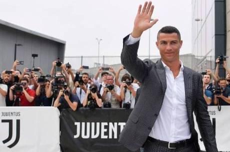 Cristiano Ronaldo foi recebido por torcedores italianos