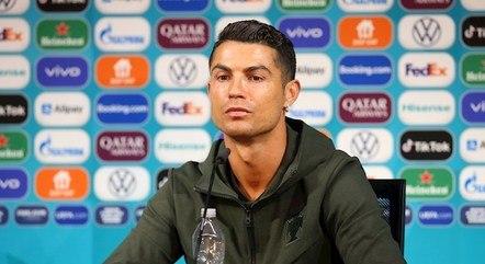 Cristiano Ronaldo removeu garrafa de patrocinador