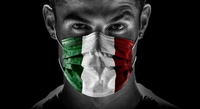 Cristiano Ronaldo e a máscara de proteção com as cores da Itália