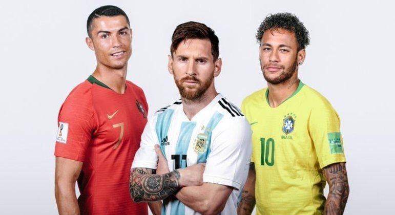 Nas seleções. Cristiano Ronaldo, 109 gols. Messi, 74 gols. Neymar, 68 gols. Pelé, 77