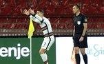 No sábado, também pela segunda rodada, a seleção de Portugal, que venceu o Azerbaijão na sua primeira partida, empatou com a Sérvia por 2 a 2, contando com a presença de Cristiano Ronaldo, neste sábado (27). Portugal fez 2 a 0, mas cedeu o empate. No último minuto, Cristiano Ronaldo recebeu em diagonal, tocou e, mesmo com a bola entrando, o juiz não deu gol. Na competição não há o VAR