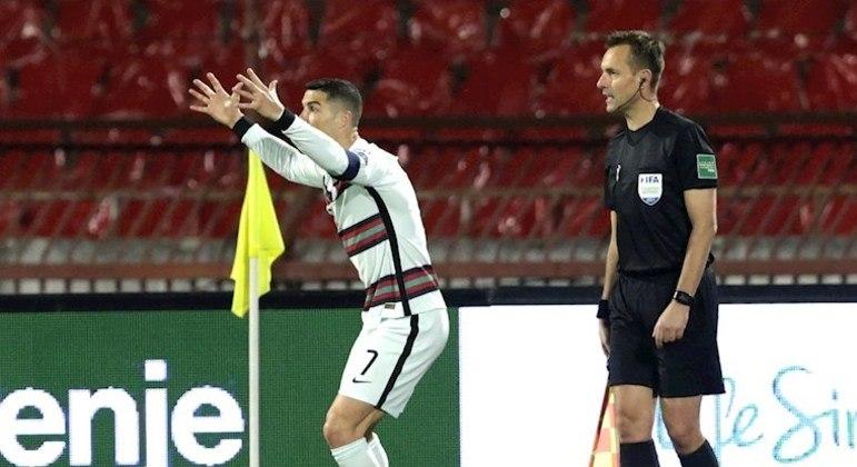 CR7 ficou indignado com o juiz por gol não marcado