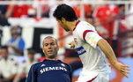 Aos 36 anos, Zinedine Zidane já estava aposentado há dois anos. O craque francês fez sua despedida dos gramados na final da Copa do Mundo de 2006, em jogo que ficou marcado pela cabeçada em Materazzi. Expulso, ele viu seus companheiros perderem a decisão para a Itália nos pênaltis