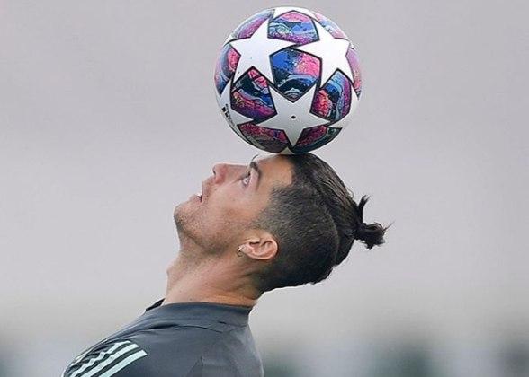 Cristiano Ronaldo - 36 anos - Atacante - Clube: Juventus - Contrato até: 30/06/2022