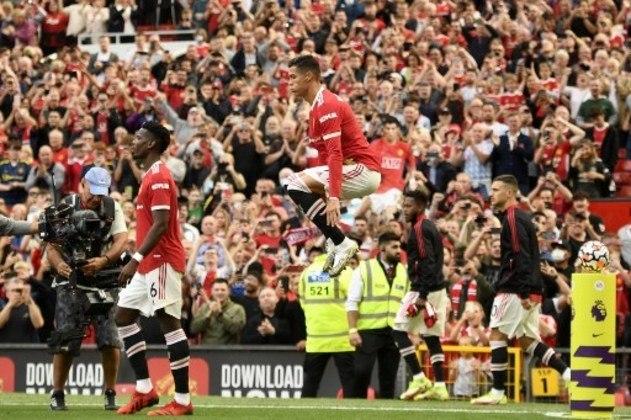 Cristiano Ronaldo ao entrar em campo e seu tradicional salto